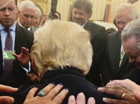praying-for-Trump-Oval-Office